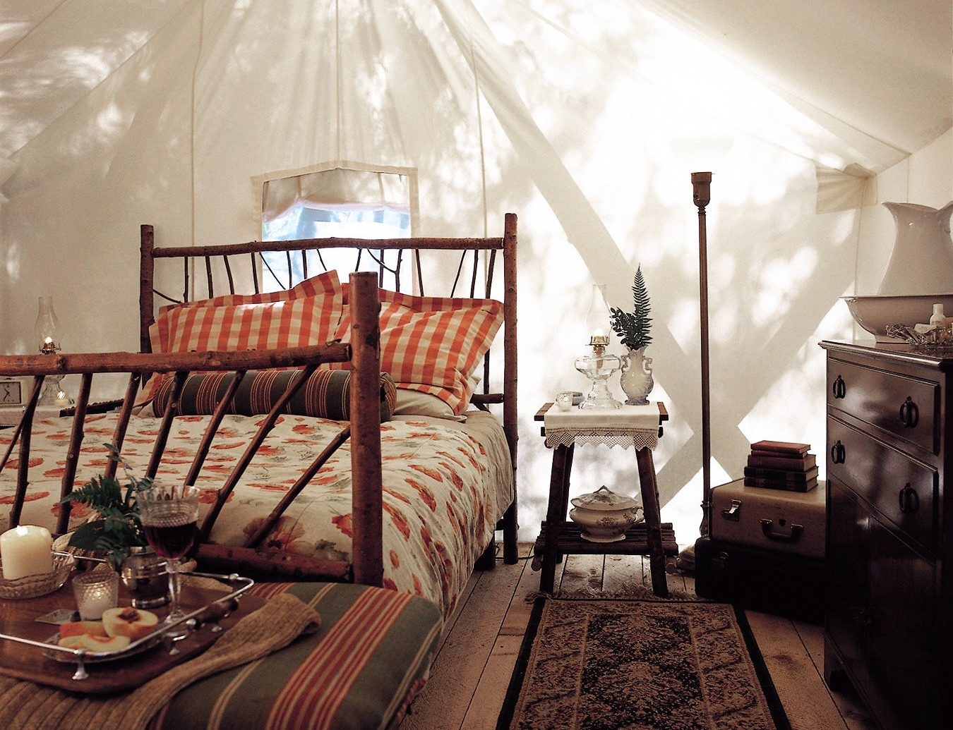 Adventure Bedroom Family Forest Hotels Mountains Outdoors Play Romantic Rustic Scenic views Sport Waterfront Wellness indoor room wall ceiling property Living house home estate living room interior design cottage farmhouse bed furniture several