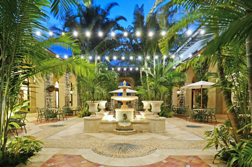 Hotels tree outdoor property Resort estate palm vacation arecales swimming pool home plant Jungle real estate hacienda mansion Villa caribbean Courtyard Garden