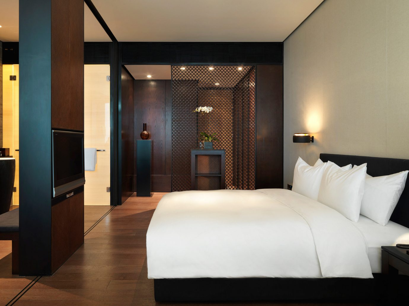 Bedroom Elegant Hotels Luxury Suite wall indoor floor bed room property hotel interior design white living room estate furniture Design real estate apartment condominium