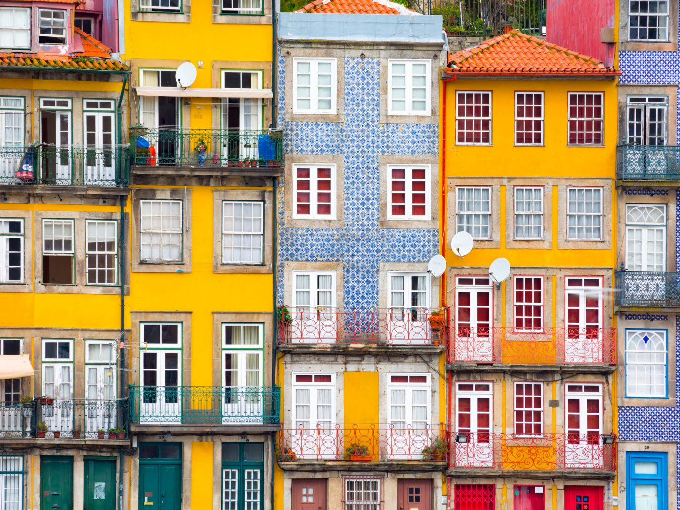 Travel Tips Trip Ideas building yellow color outdoor Town property house neighbourhood City urban area facade human settlement residential area Architecture condominium tower block home cityscape apartment
