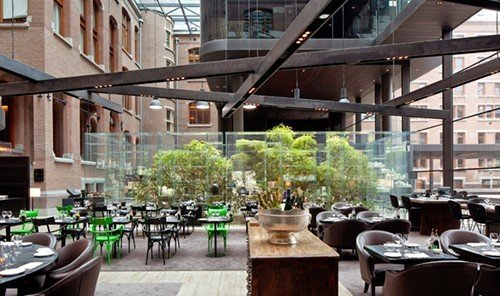 Food + Drink building outdoor restaurant meal plaza Bar