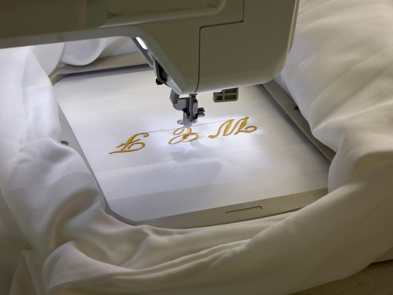 Hotels indoor bed appliance sewing art wheel sewing machine automotive exterior textile