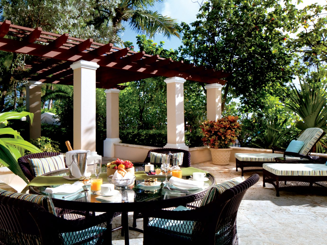 Dining Drink Eat Jetsetter Guides Luxury Outdoors Patio Resort tree outdoor backyard restaurant estate outdoor structure cottage porch Villa Courtyard furniture