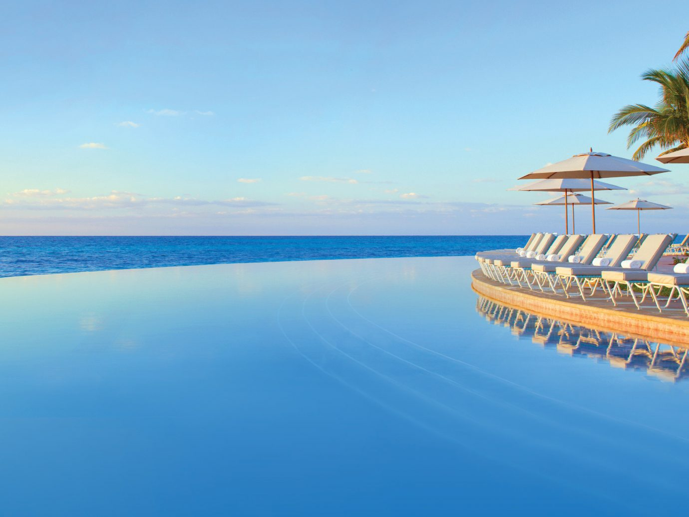 Infinity pool at Lighthouse Pointe at Grand Lucayan