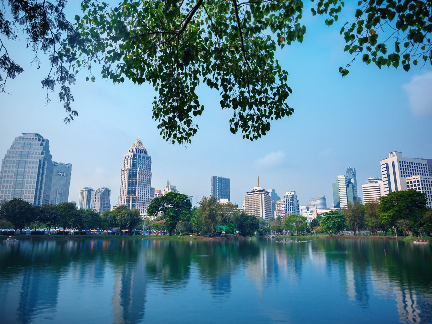 Jetsetter Guides water tree outdoor skyline Lake City River geographical feature human settlement reflection urban area cityscape skyscraper horizon Downtown Nature park pond day
