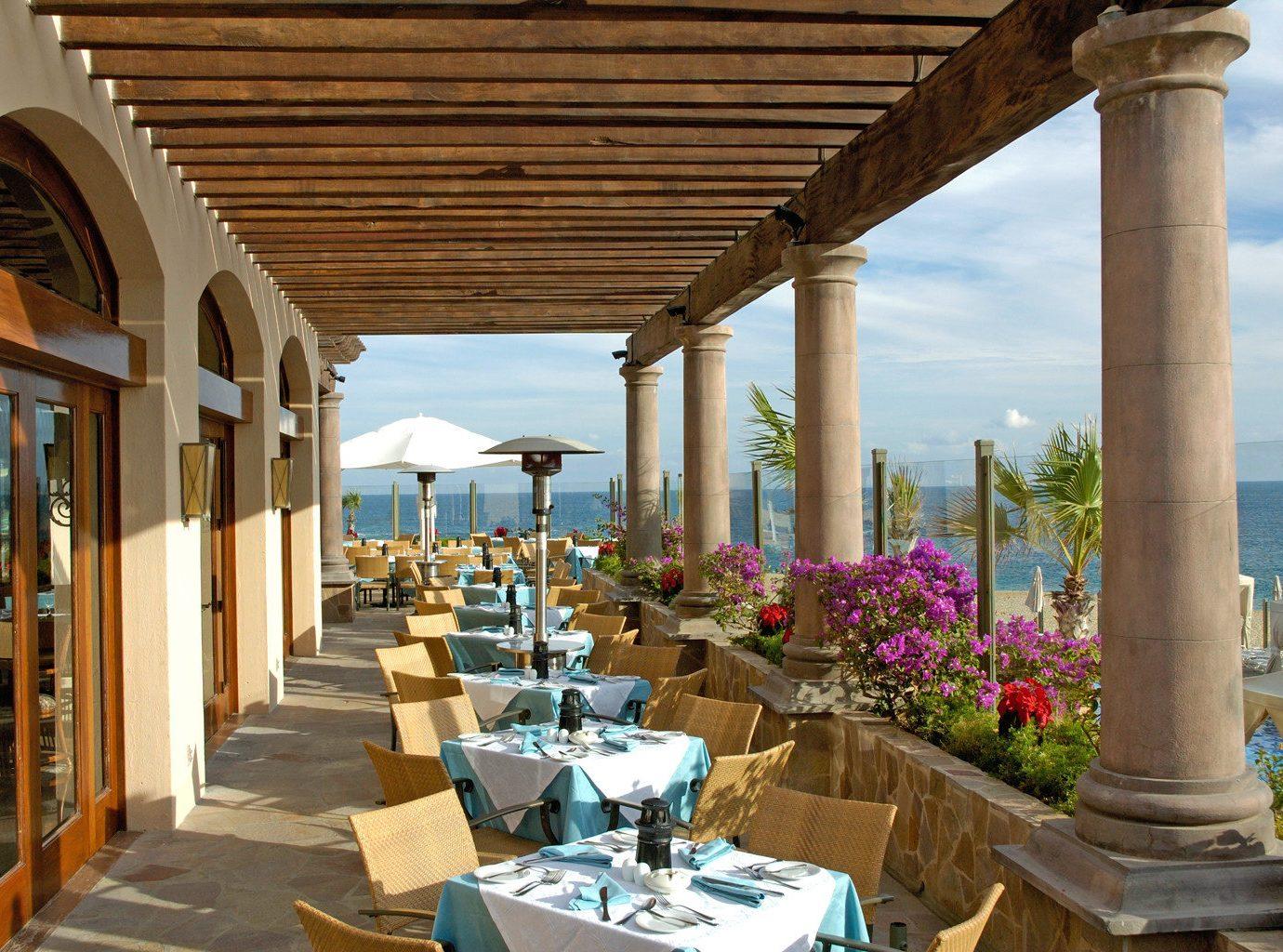 Outdoor dining at Pueblo Bonito Sunset Beach