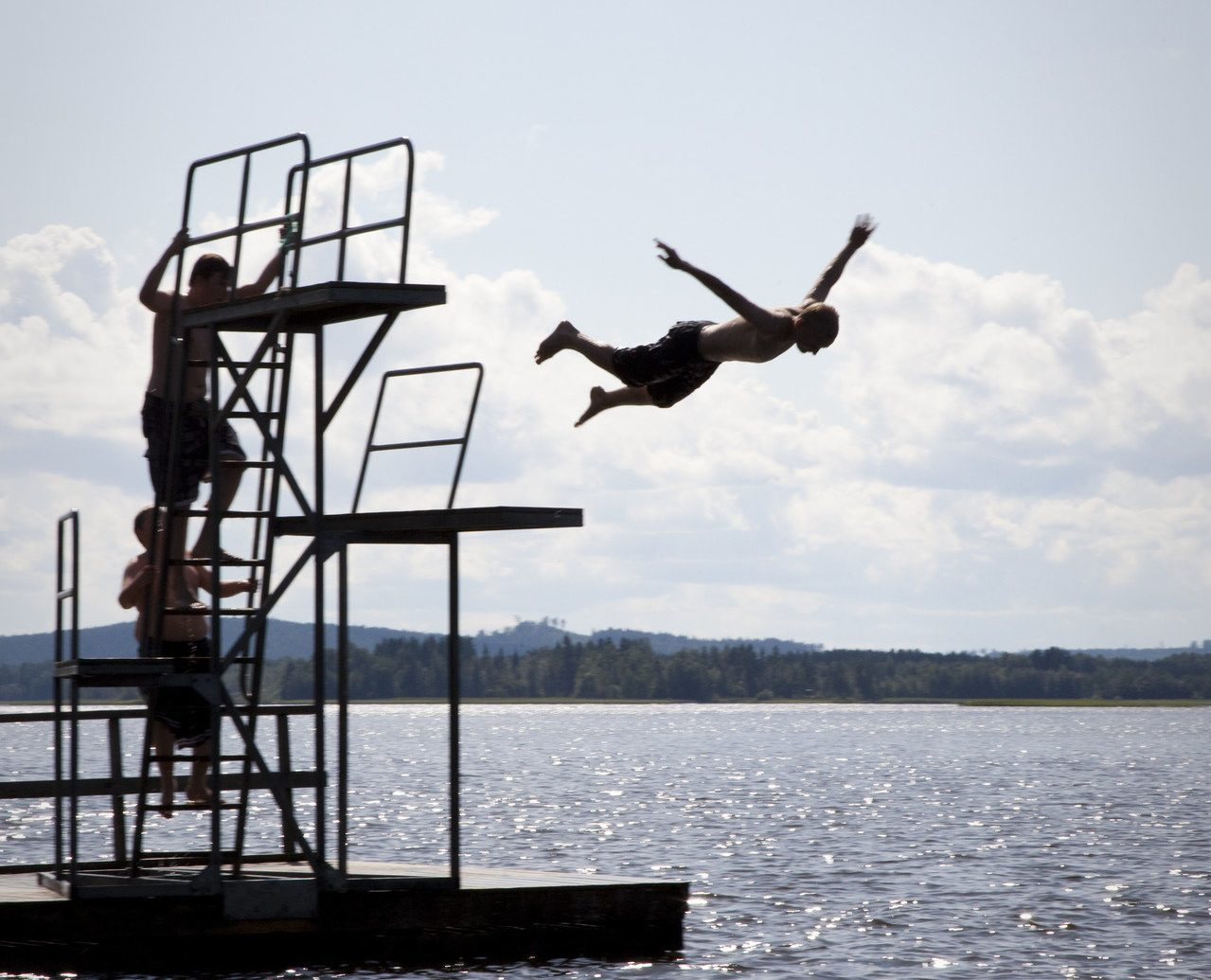 dive diver diving people Play trees Trip Ideas water Water activities Water Sports sky outdoor Boat Sea Ocean ship sailing Coast vehicle wind boating bay jumping Lake distance day land