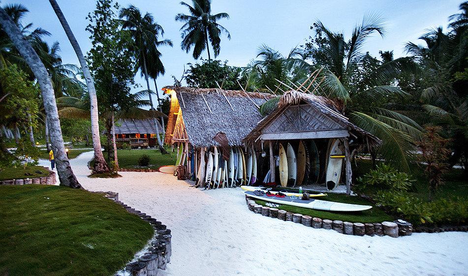 Health + Wellness Scuba Diving + Snorkeling Trip Ideas tree sky outdoor Resort house Village estate vacation tourism rural area hut cottage plant