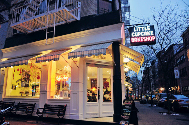 Budget outdoor Downtown restaurant shopping