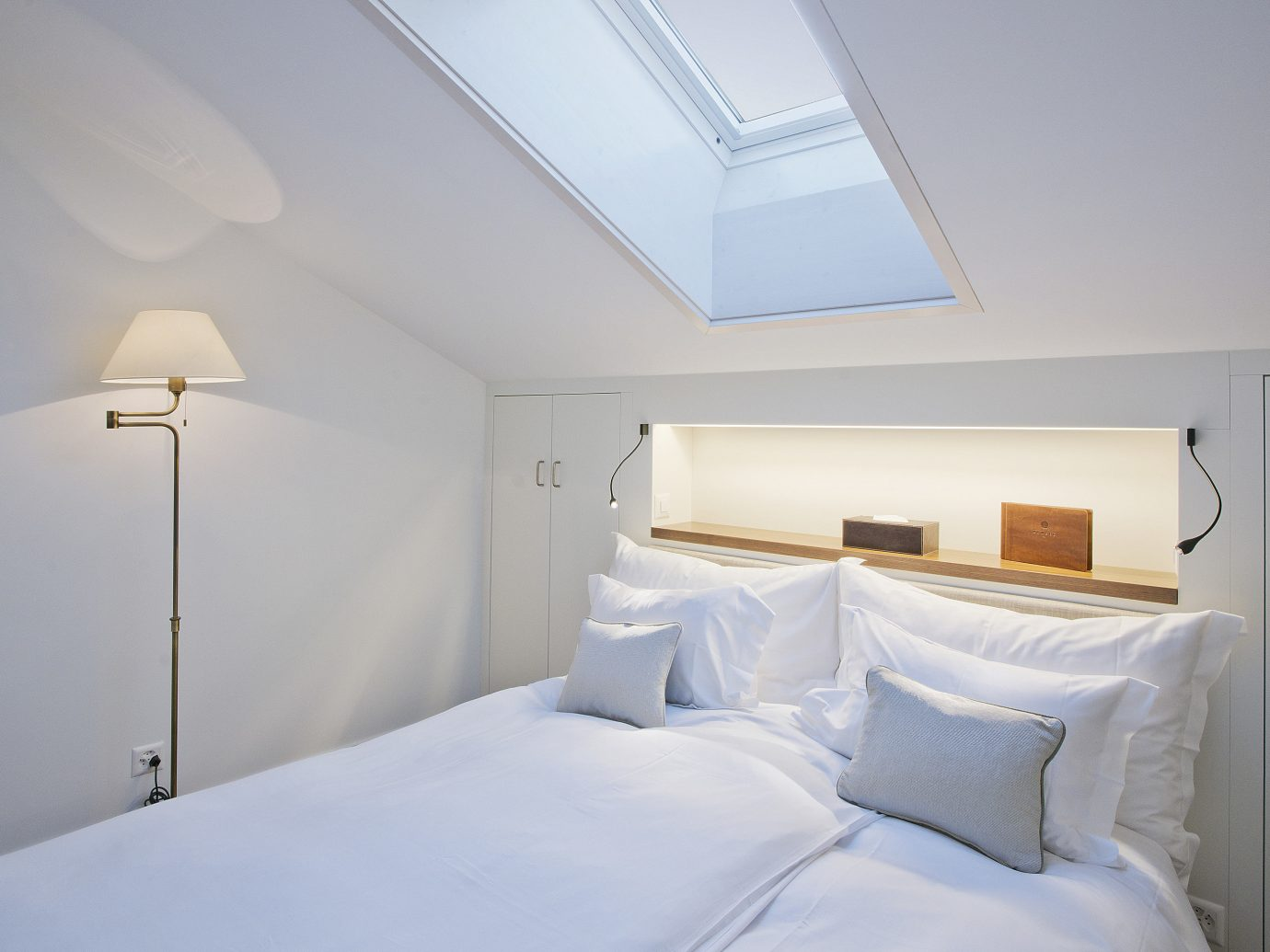 Offbeat bed indoor wall room property white Bedroom hotel cottage ceiling real estate floor Suite pillow apartment estate