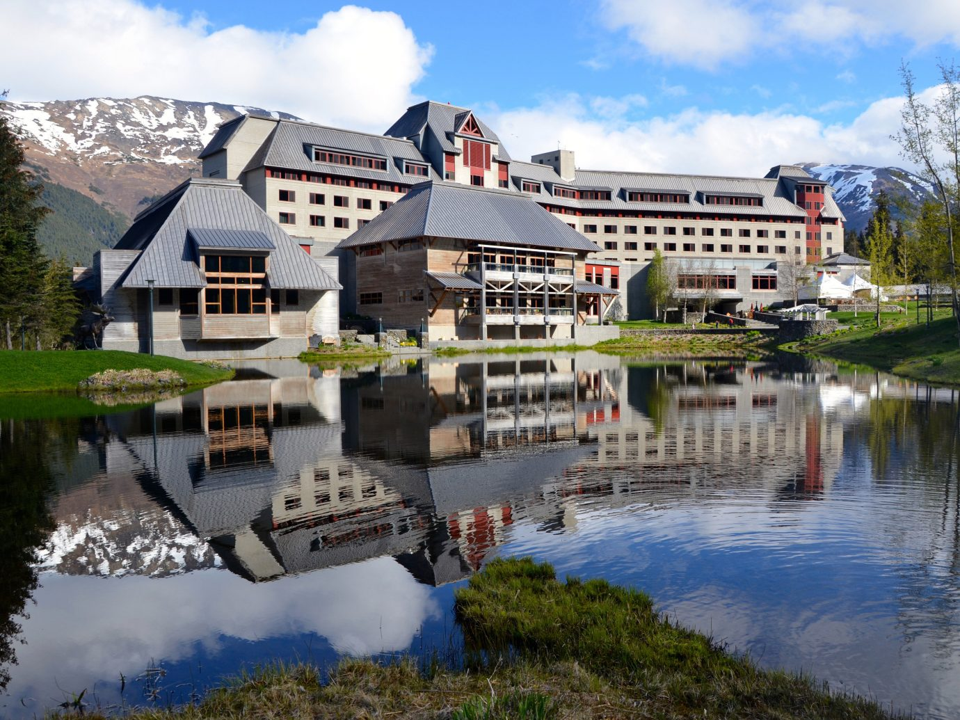 Hotels Lakes + Rivers Trip Ideas sky outdoor tree grass Town River house estate reflection Nature tourism waterway aerial photography Village Resort