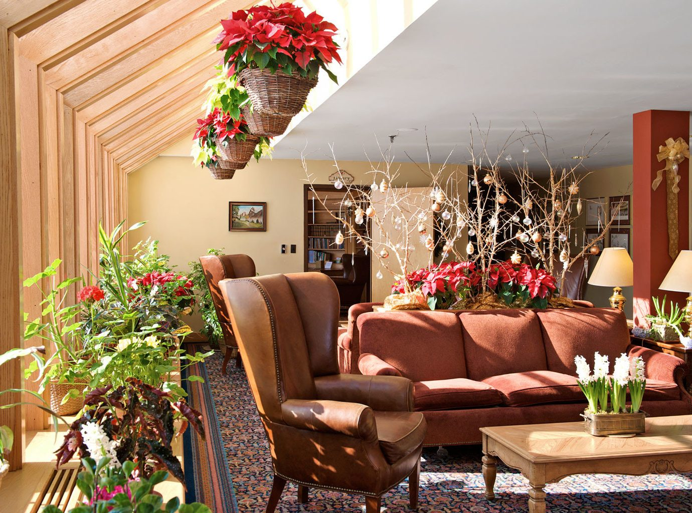 Family Lodge Trip Ideas Weekend Getaways Winter Living indoor wall plant room living room home flower furniture dining room interior design floristry porch estate cottage backyard restaurant decorated area