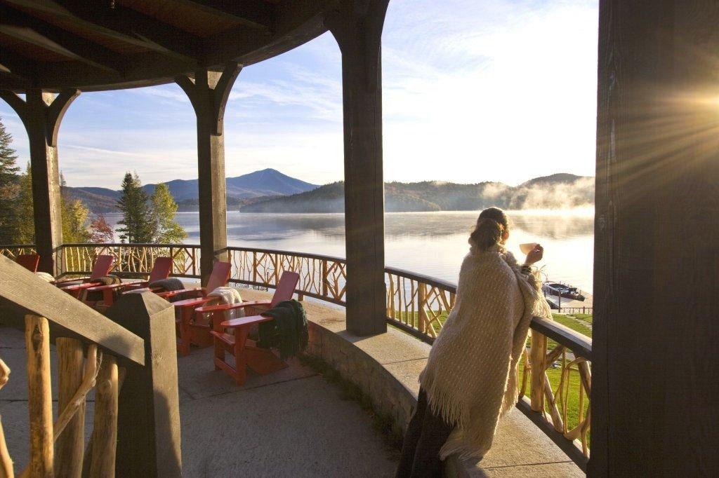 Mountains + Skiing Trip Ideas indoor floor window property vacation estate Resort tourism Villa hacienda home restaurant overlooking
