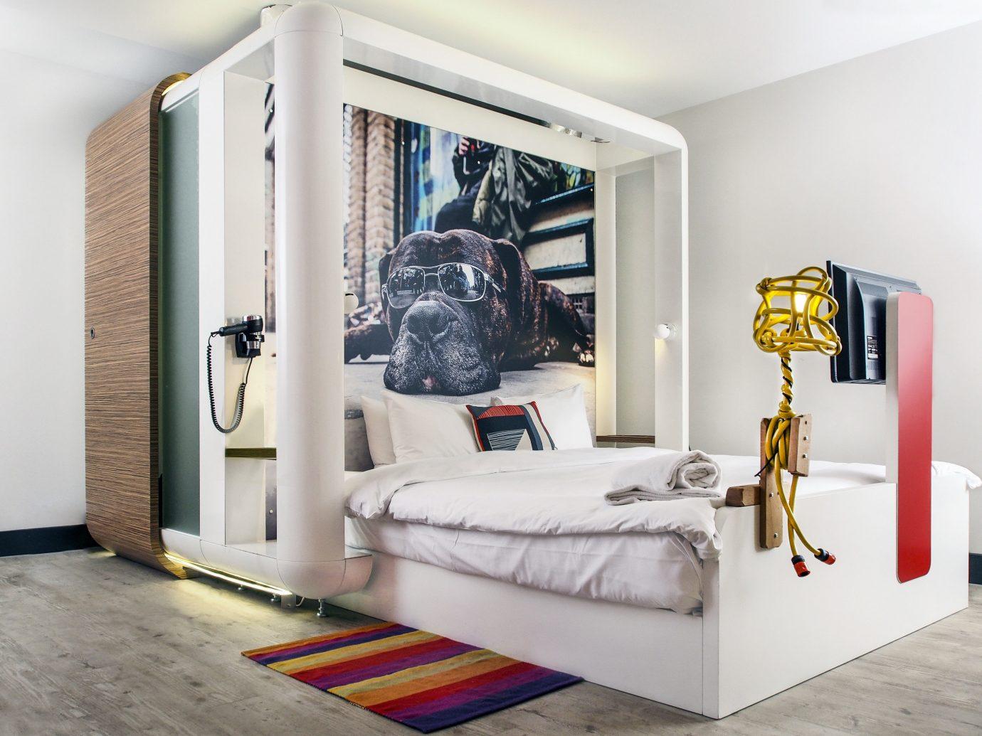 Budget Hotels London wall indoor room furniture Bedroom bed interior design living room home