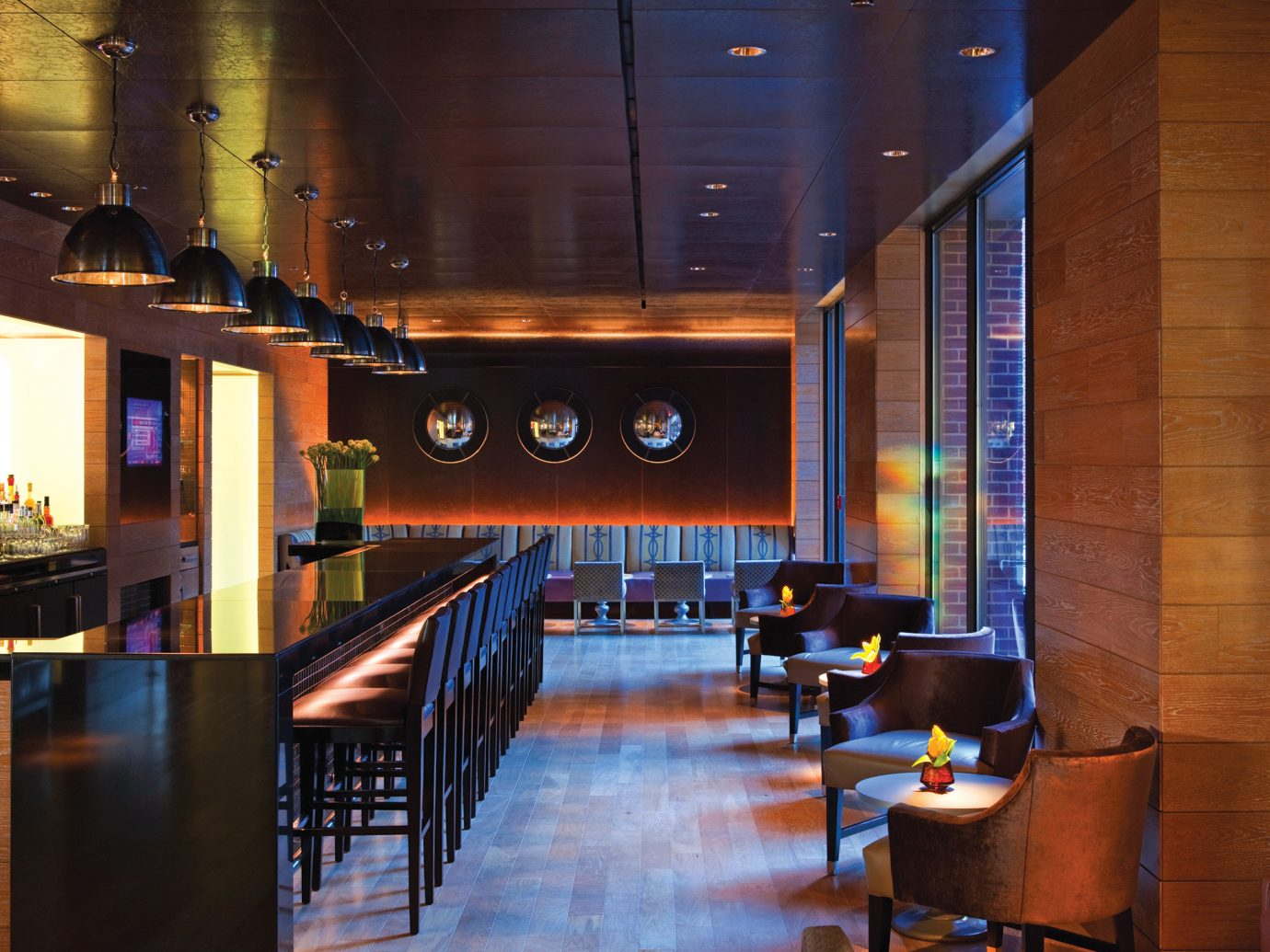 Bar Dining Drink Eat Elegant Hip Hotels Luxury Modern indoor floor table room Living ceiling interior design lighting Lobby restaurant furniture area