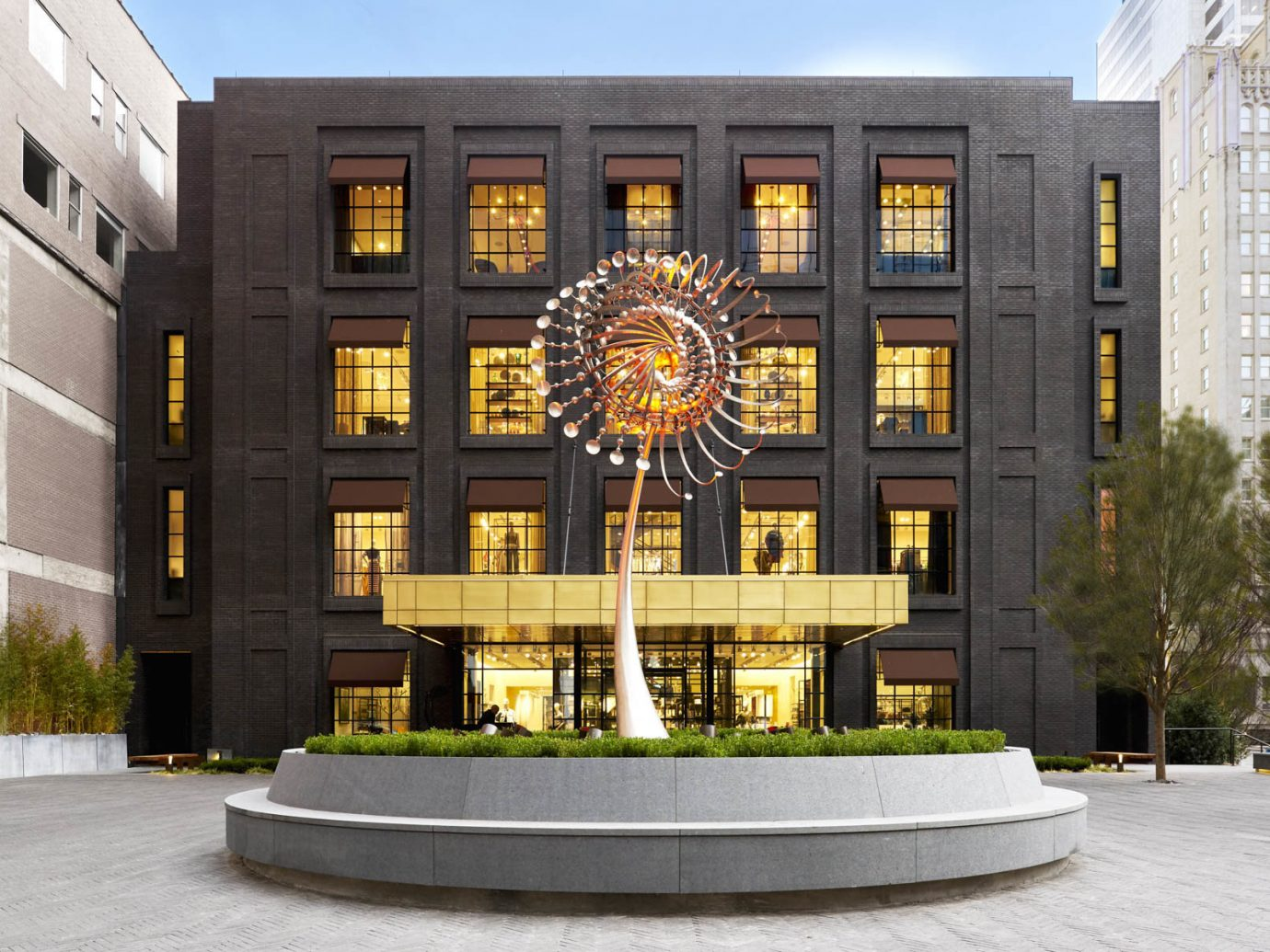 Jetsetter Guides building outdoor landmark Architecture plaza facade Downtown estate tourist attraction statue tall