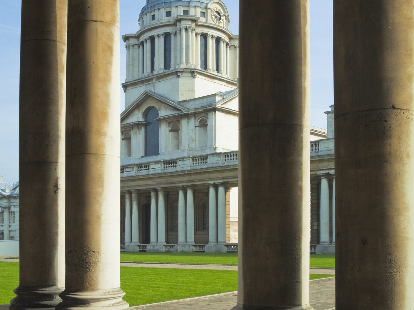 Budget building outdoor structure column landmark pole Architecture ancient history arch monument place of worship post temple ancient roman architecture stone