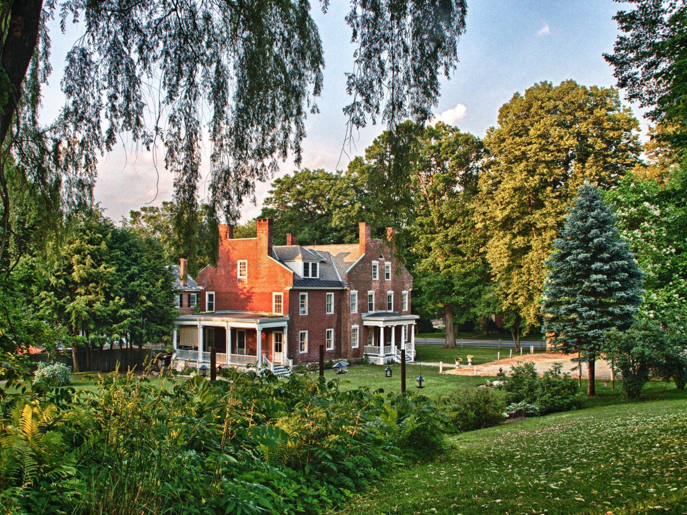 Classic Country Inn Nature Outdoors tree outdoor grass house plant estate botany Garden season home woody plant leaf autumn château park flower backyard yard cottage lawn Forest wooded lush surrounded