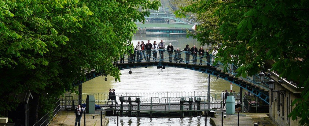 Jetsetter Guides tree outdoor Canal waterway River tourism reflection rolling stock lined walkway