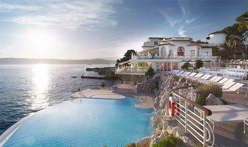 Hotels sky outdoor water property Nature vacation Resort estate caribbean Villa resort town swimming pool bay Sea Coast mansion shore Deck