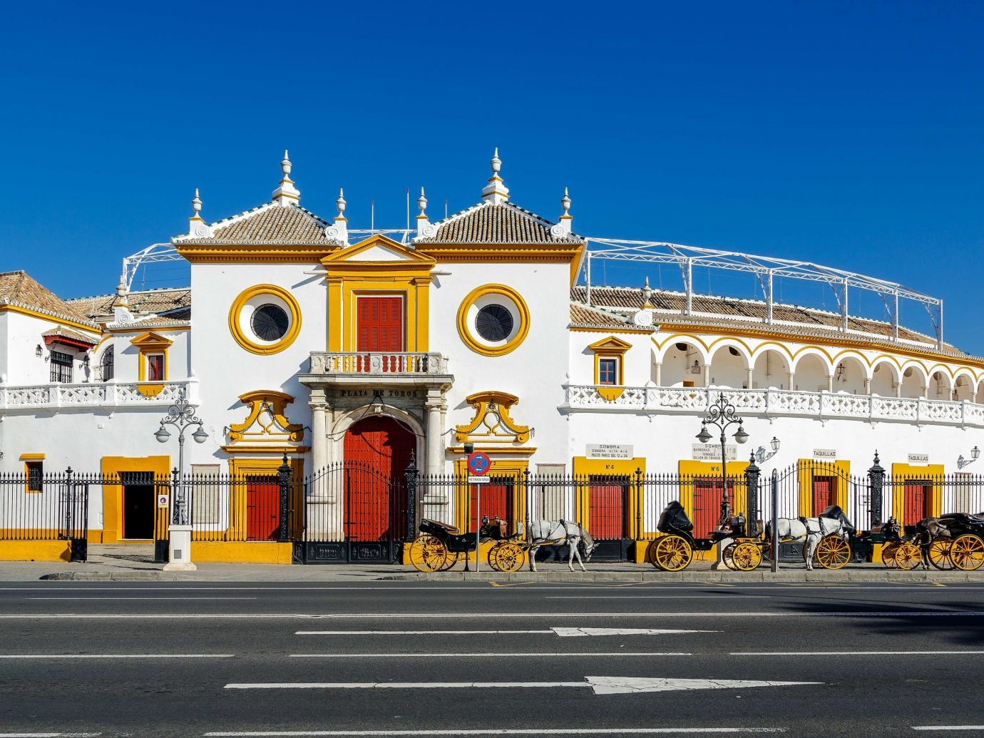 Offbeat road building outdoor landmark yellow sky City town square plaza metropolis tourist attraction facade metropolitan area palace classical architecture tourism arch
