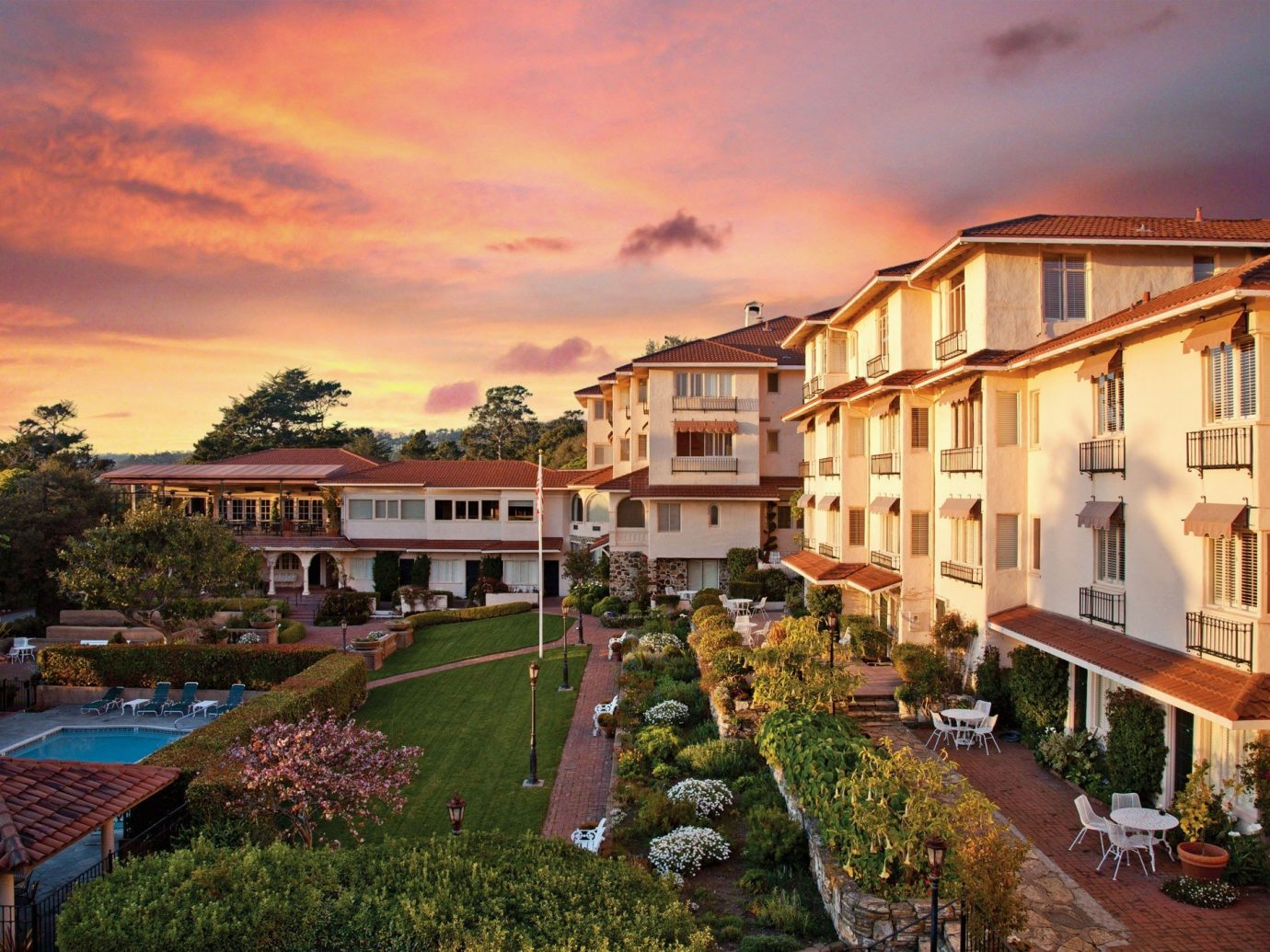 Hotels building outdoor sky house property Town neighbourhood residential area estate vacation real estate Resort