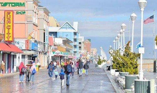 Jetsetter Guides sky outdoor ground walkway boardwalk City walking human settlement plaza pedestrian way