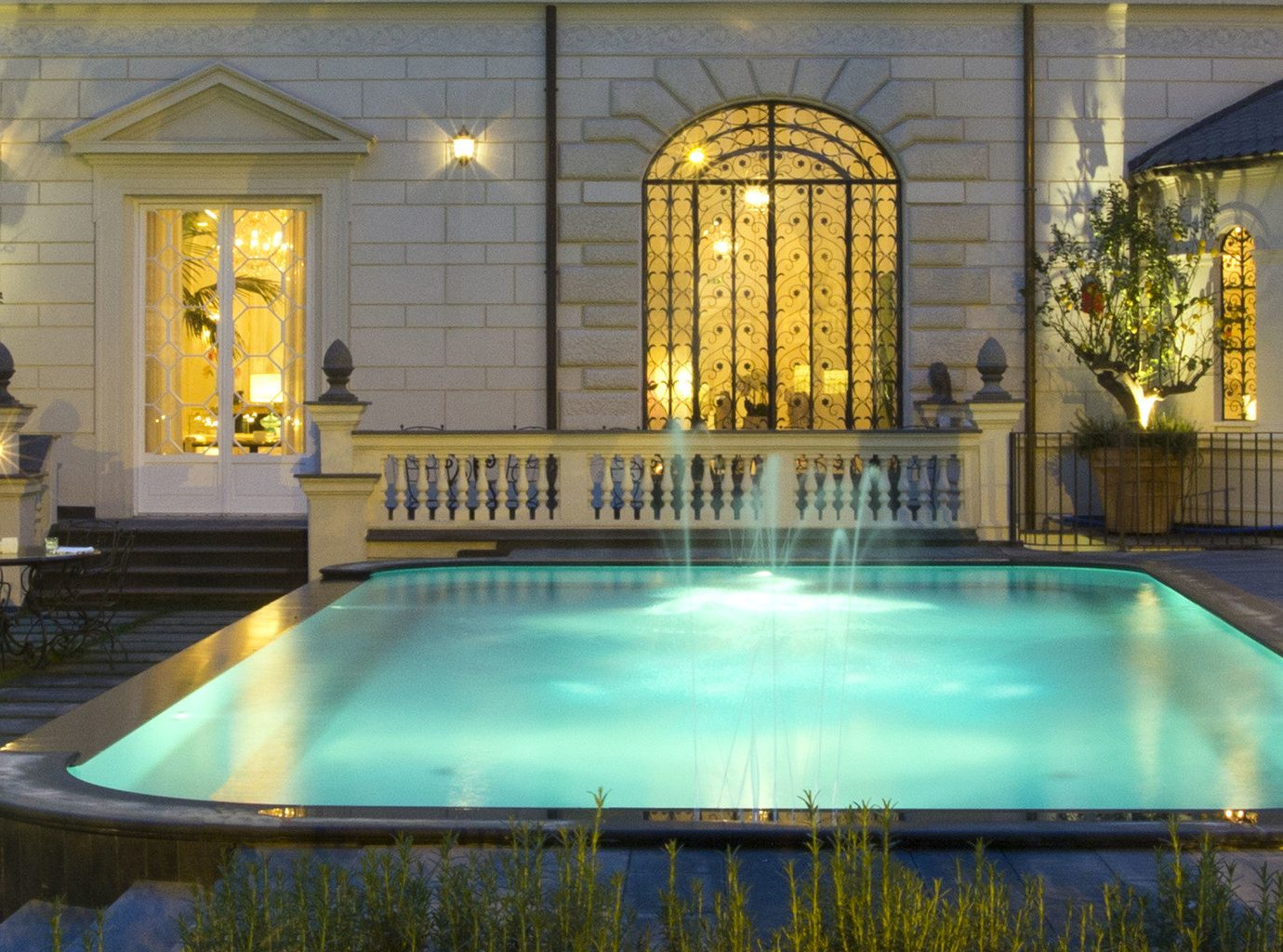 Boutique Hotels Hotels swimming pool property leisure estate mansion reflecting pool Resort palace plaza Courtyard Villa