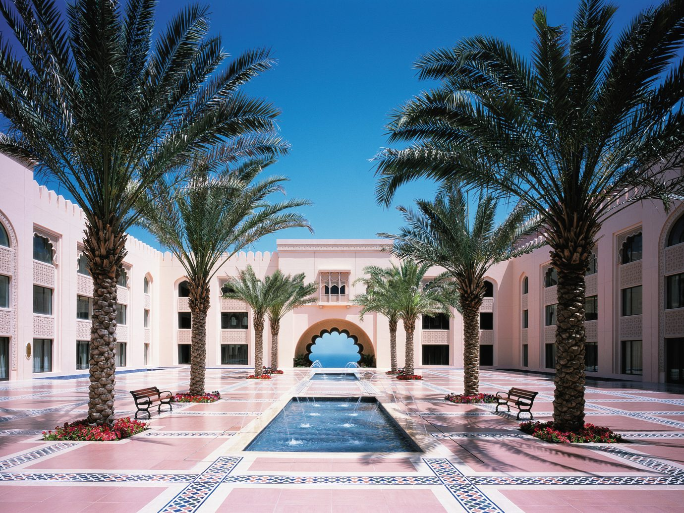 Travel Tips tree outdoor plaza property landmark building estate Architecture palace vacation Courtyard condominium Resort mansion home town square Downtown facade swimming pool plant square colonnade
