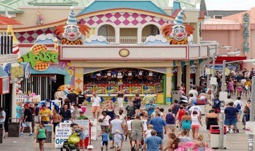 Beach amusement park outdoor fair park marketplace outdoor recreation amusement ride festival crowd