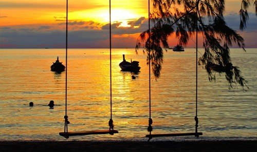 Jetsetter Guides water outdoor sky Sunset Boat sunrise shore morning evening Beach Sea dawn reflection dusk Coast sailing vessel distance