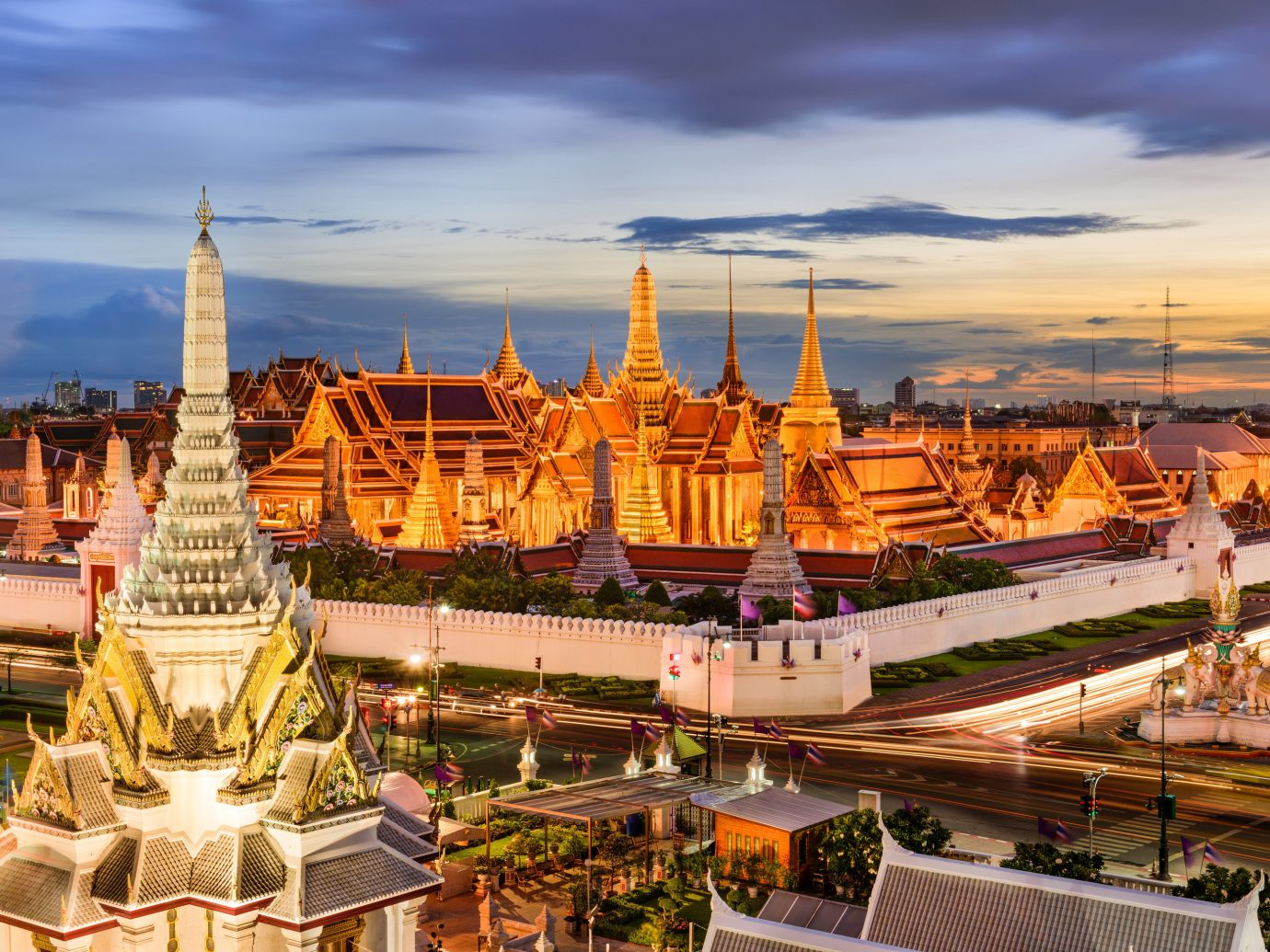 Hotels Jetsetter Guides sky outdoor landmark City human settlement cityscape tourism place of worship ancient history evening plaza palace temple travel