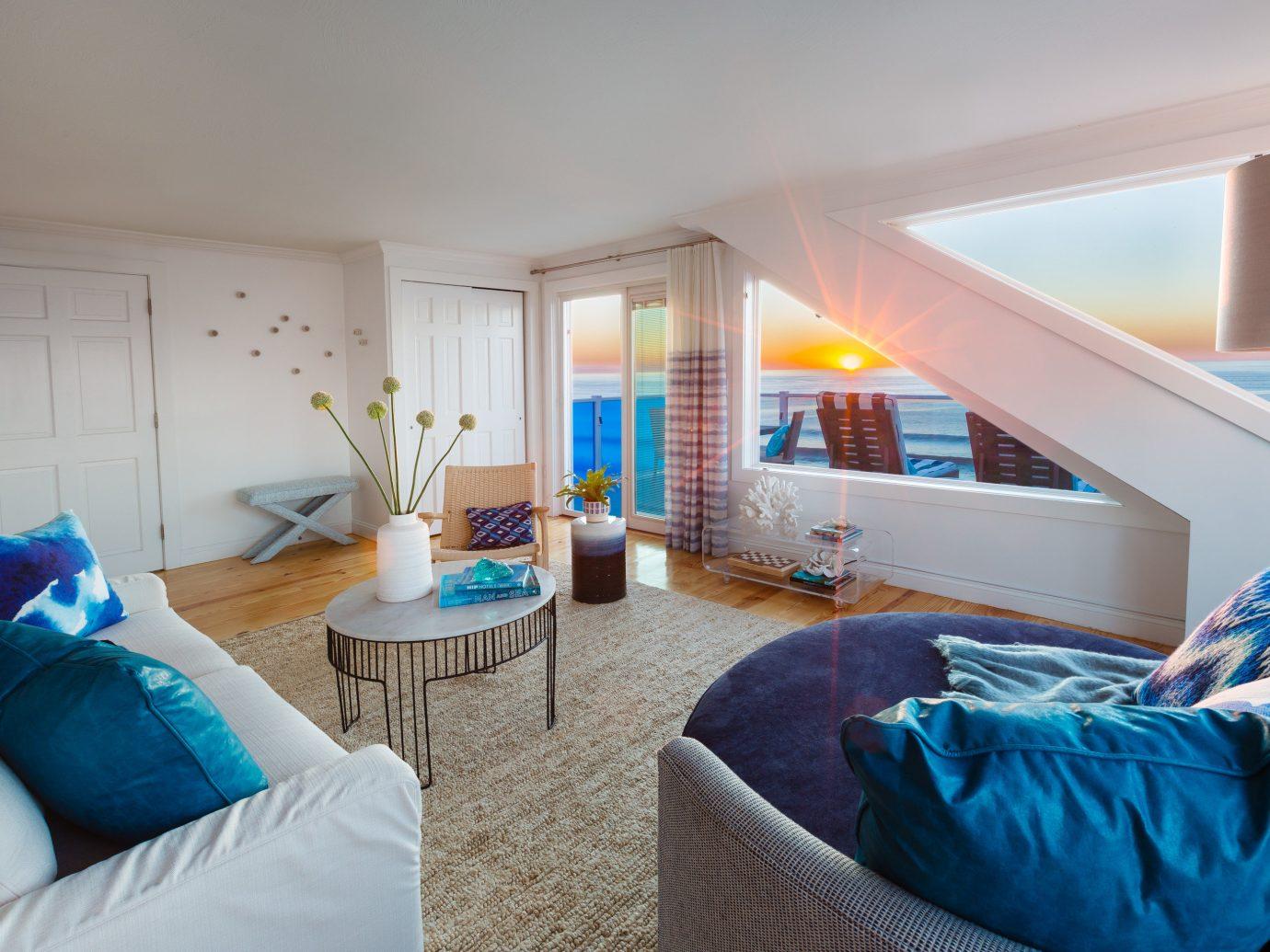 Romance Trip Ideas Weekend Getaways indoor wall bed ceiling room blue floor property Bedroom house living room home estate real estate cottage Villa Suite apartment furniture