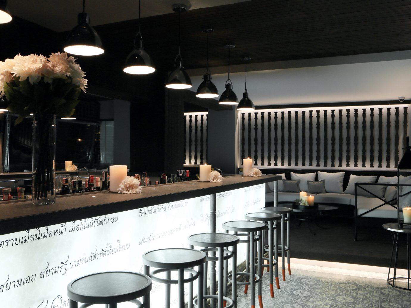 Bar Dining Drink Eat Hotels Modern indoor restaurant room meal ceiling interior design lighting café Design dining room coffeehouse furniture