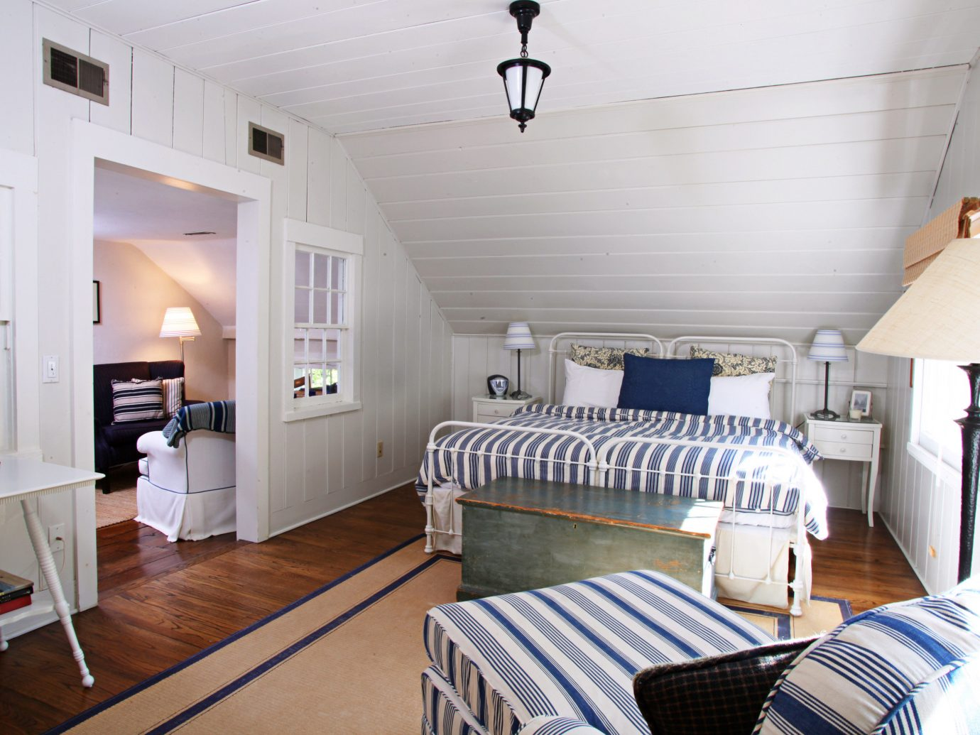 Bedroom Country Elegant Inn indoor floor wall room property Living ceiling real estate estate cottage interior design home living room furniture Design apartment loft area