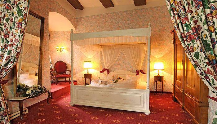 Hotels Landmarks Luxury Travel indoor floor room Living Suite interior design ceiling estate real estate furniture hotel Bedroom flooring decorated
