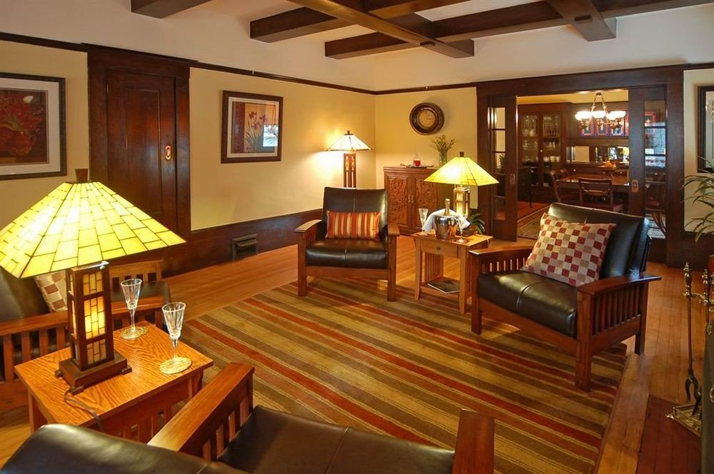 B&B City Lobby Lounge property recreation room Resort billiard room cottage Villa Suite mansion Dining