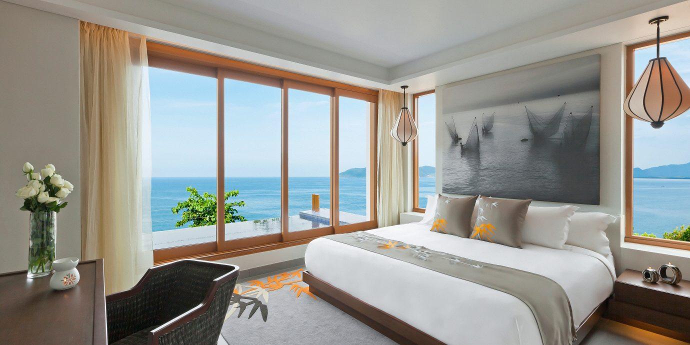 Balcony Beach Beachfront Bedroom Eco Elegant Family Jungle Ocean Scenic views Waterfront sofa property Suite home living room condominium Villa cottage flat