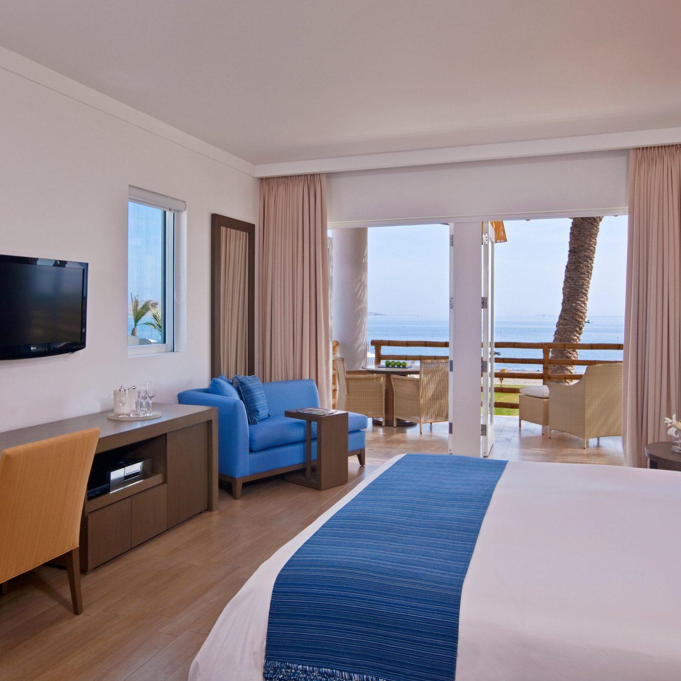 Balcony Bedroom Family Luxury Resort Scenic views property Suite condominium cottage Villa living room flat