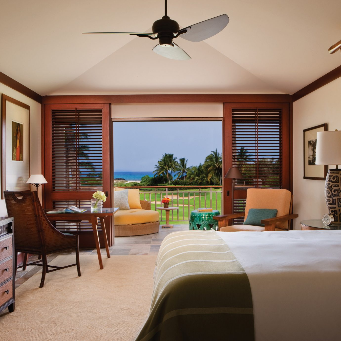 Balcony Bedroom Resort Scenic views property home living room cottage Villa farmhouse Suite