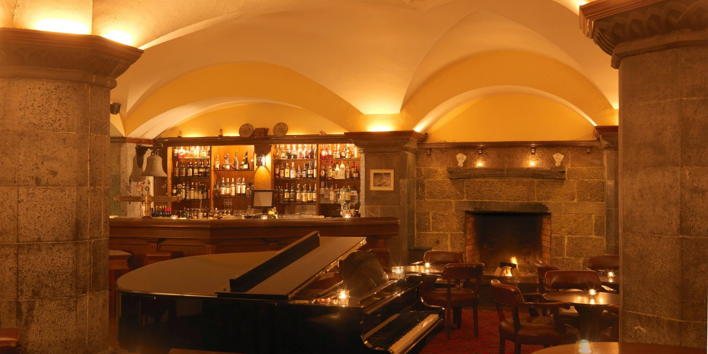 Bar Classic Country Drink Eat Elegant Historic Luxury Resort restaurant Lobby lighting function hall cooking Island