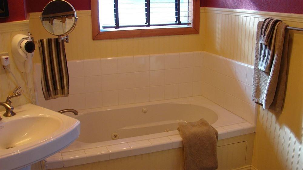 bathroom property sink toilet home cottage plumbing fixture bathtub tub Bath