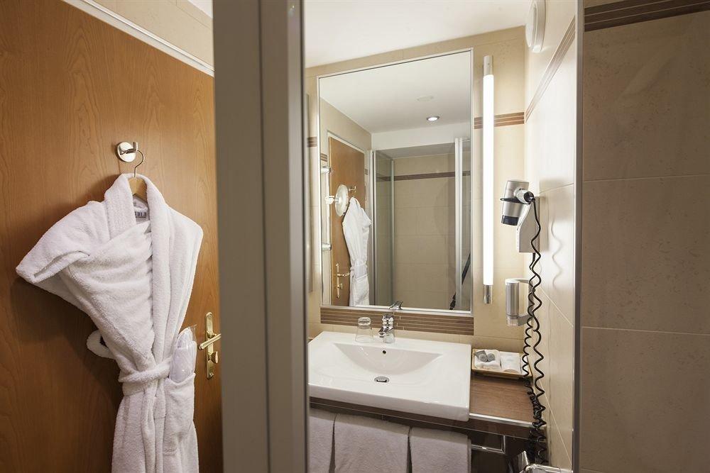 bathroom mirror property sink white towel home plumbing fixture toilet tub Bath bathtub tan