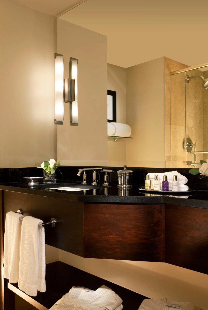 Bath Luxury bathroom mirror sink cabinetry home Kitchen countertop lighting towel vanity Suite Modern fancy