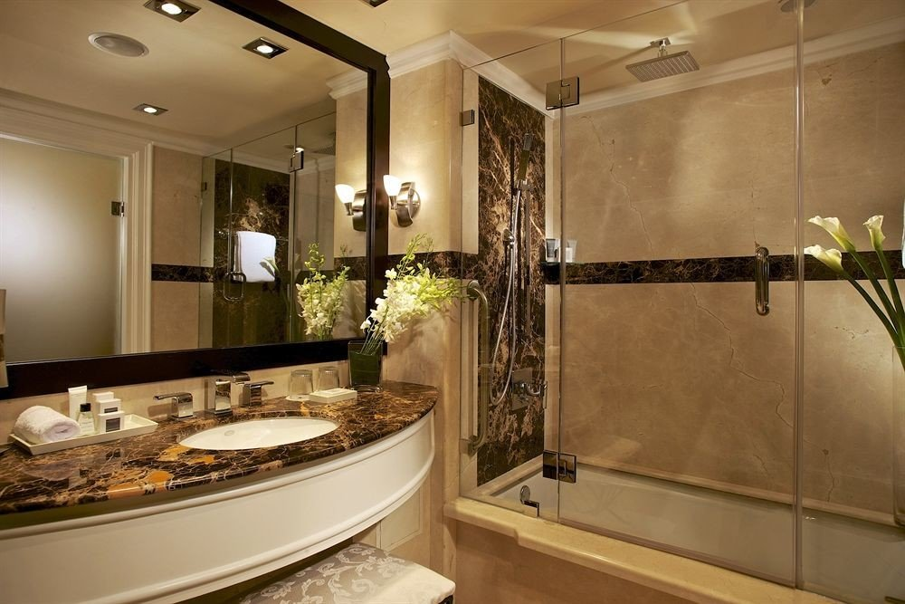 Bath bathroom mirror property sink countertop home counter Kitchen cabinetry Suite vanity