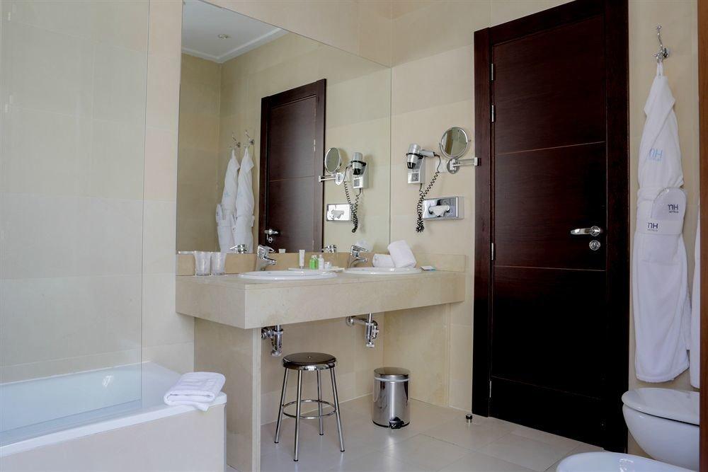 bathroom property sink mirror home Suite cottage toilet tub bathtub Bath
