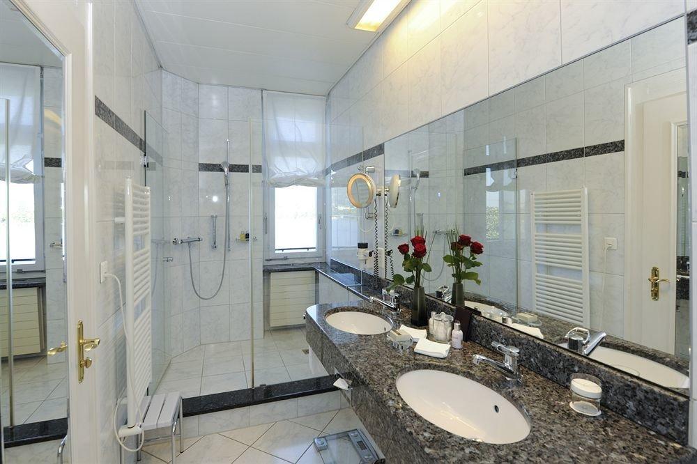 bathroom property sink mirror condominium toilet home mansion cottage Suite tile tiled Bath