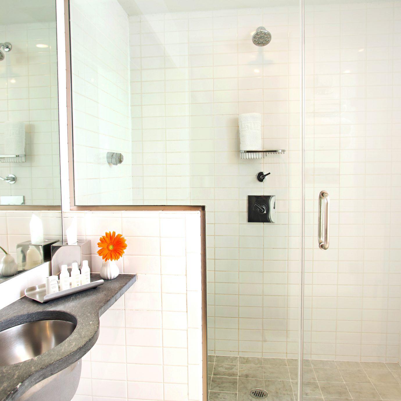 bathroom property toilet sink plumbing fixture bathtub bidet flooring