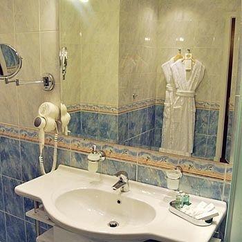 bathroom sink toilet mirror plumbing fixture bathtub bidet swimming pool tile water basin tan tiled