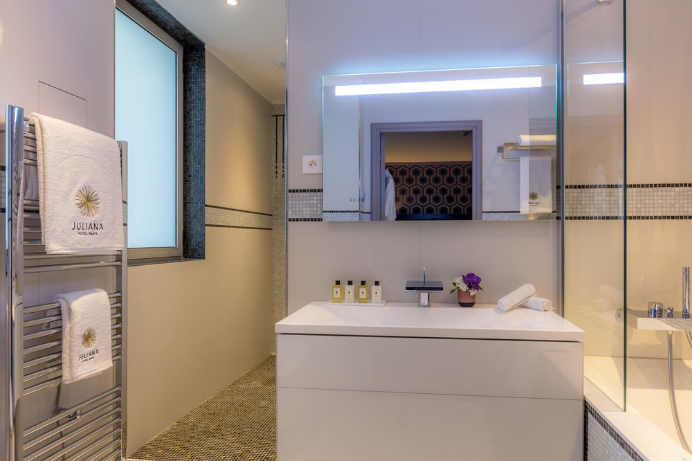 property house bathroom home condominium cottage